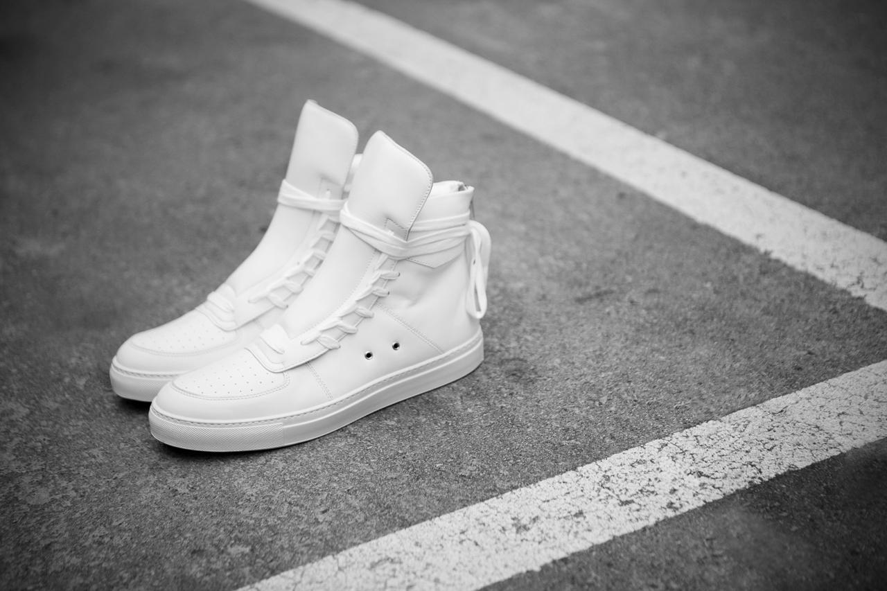 ae4e8f87ef62e4 krisvanassche-2013-springsummer-multi-laces-sneaker-1 ...